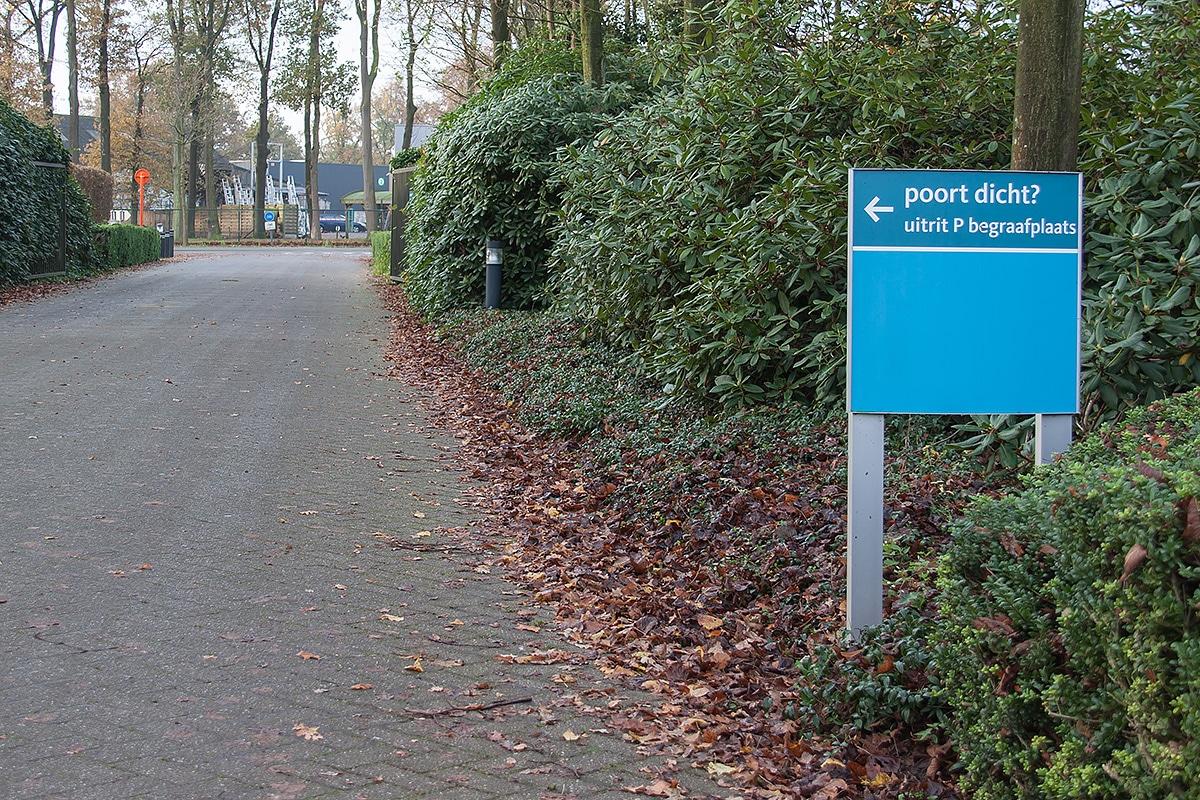 Buitensignalisatie - Crematorium Pontes - Turnhout - Sign & Display