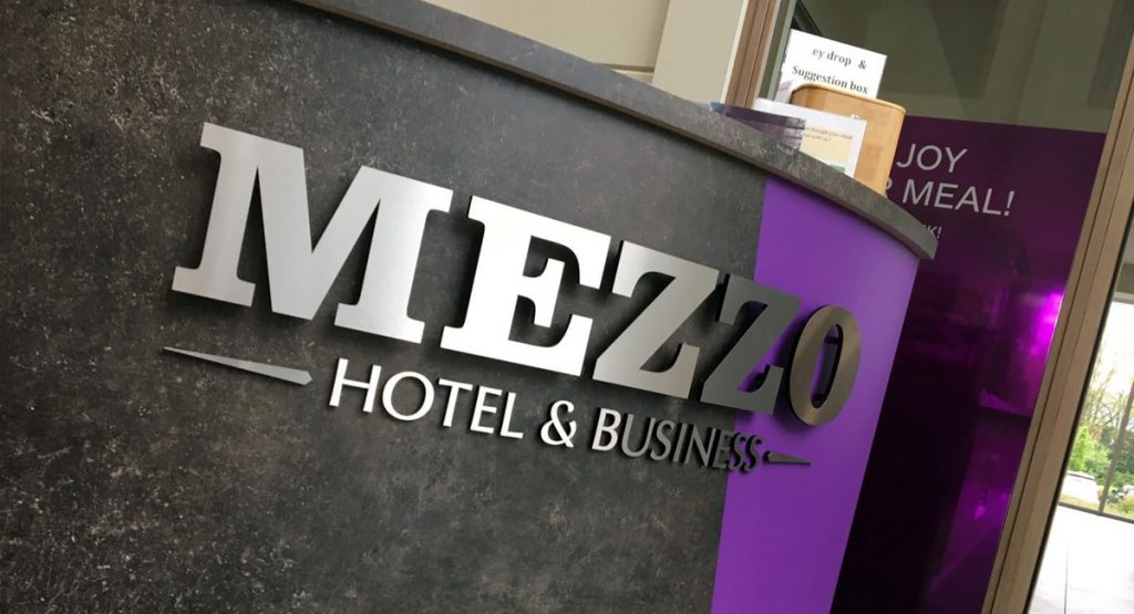 Sign & Display realistaie: Mezzo hotel - freesletters