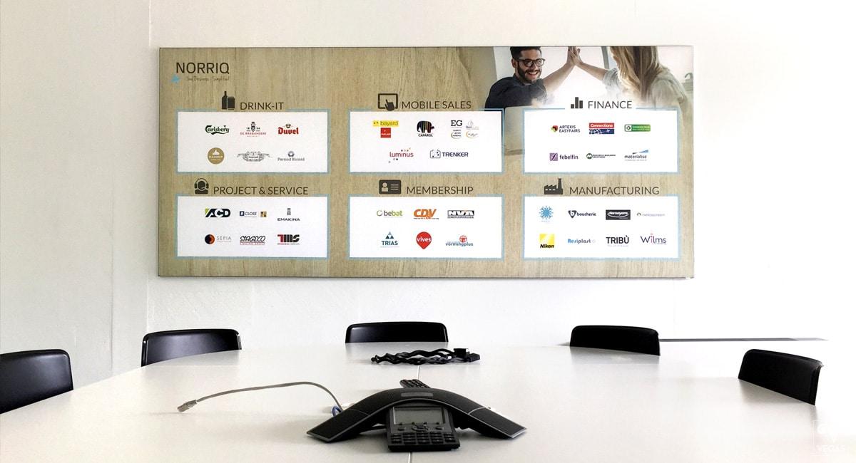 Norriq - Wandbekleding - Office branding - Binnenbranding
