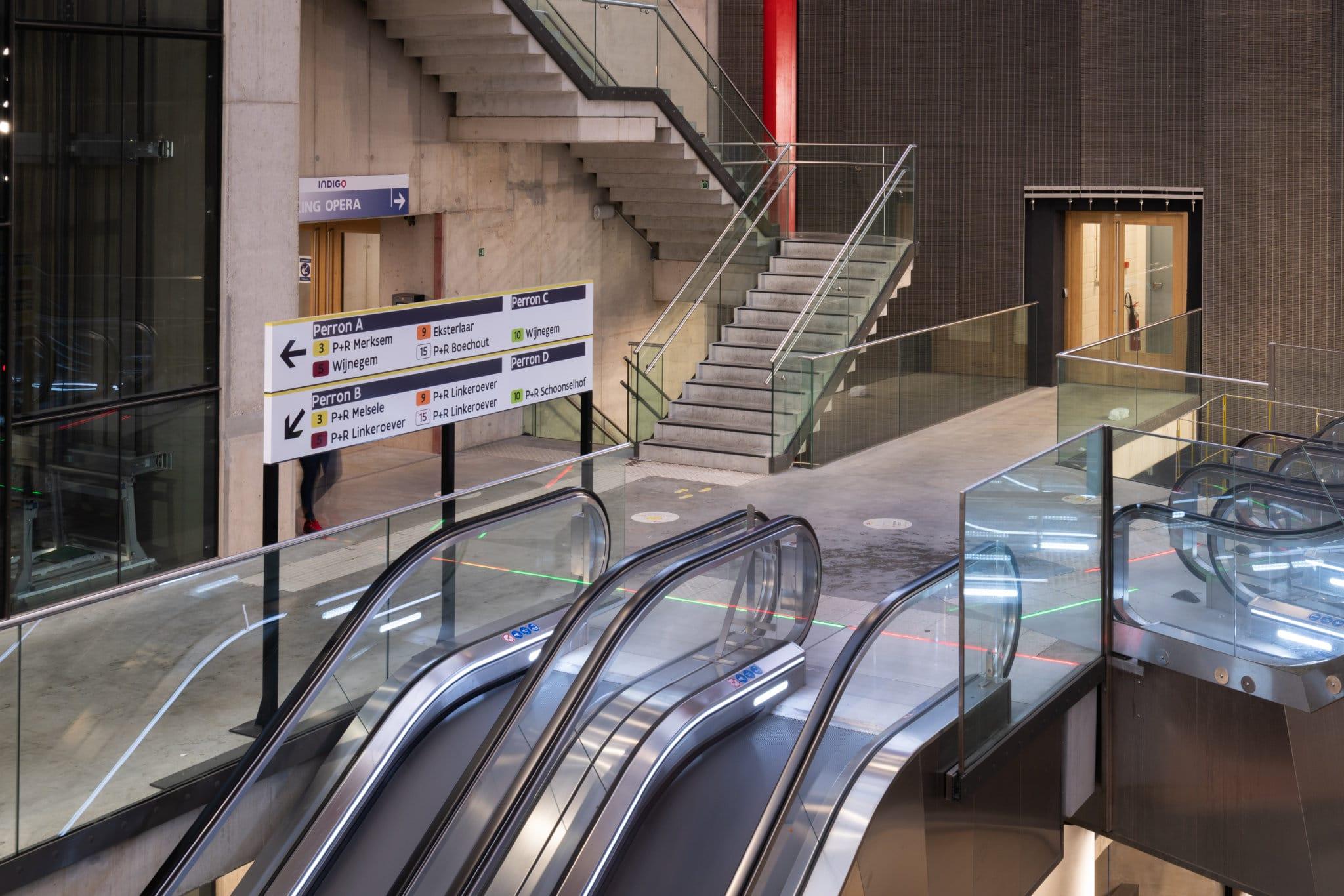 Sign & Display - Binnensignalisatie - Metro Station Opera