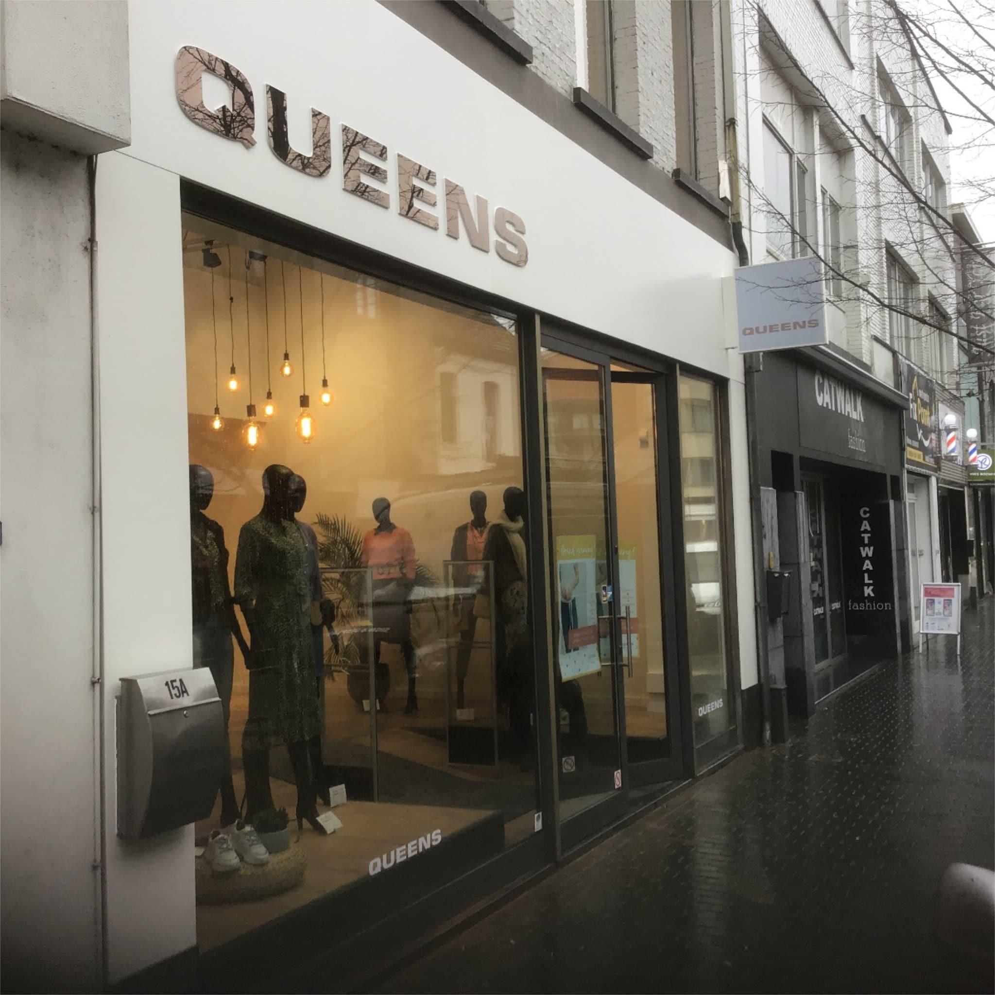 Sign & Display realisatie: Queens freesletters bronsspiegel